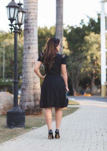 Vestido Lady Like Moda Evangelica Preto com Ziper nas costas e Detalhes de Tule Poá RP